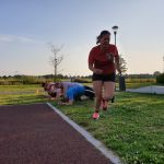 Plank oefening en rennen tijdens een les van Waddinxfit
